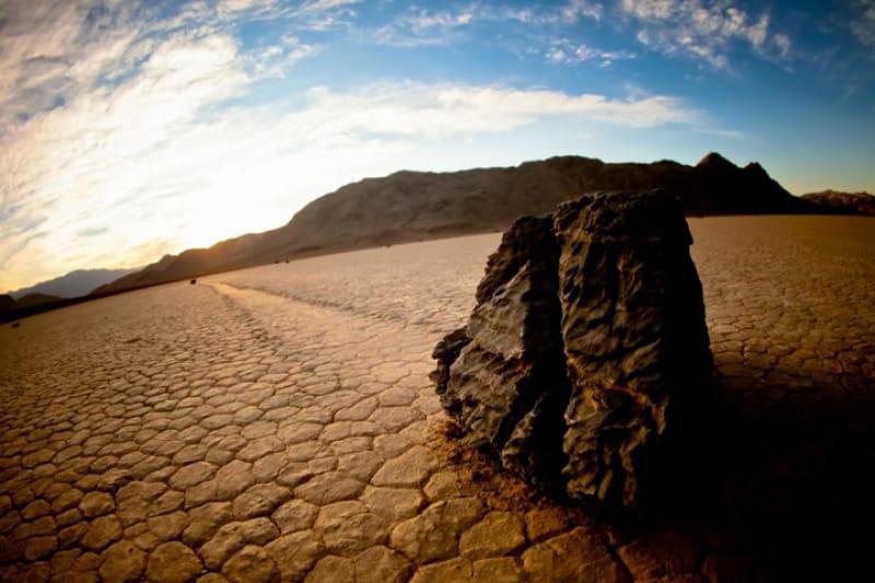 デスバレーの動く石